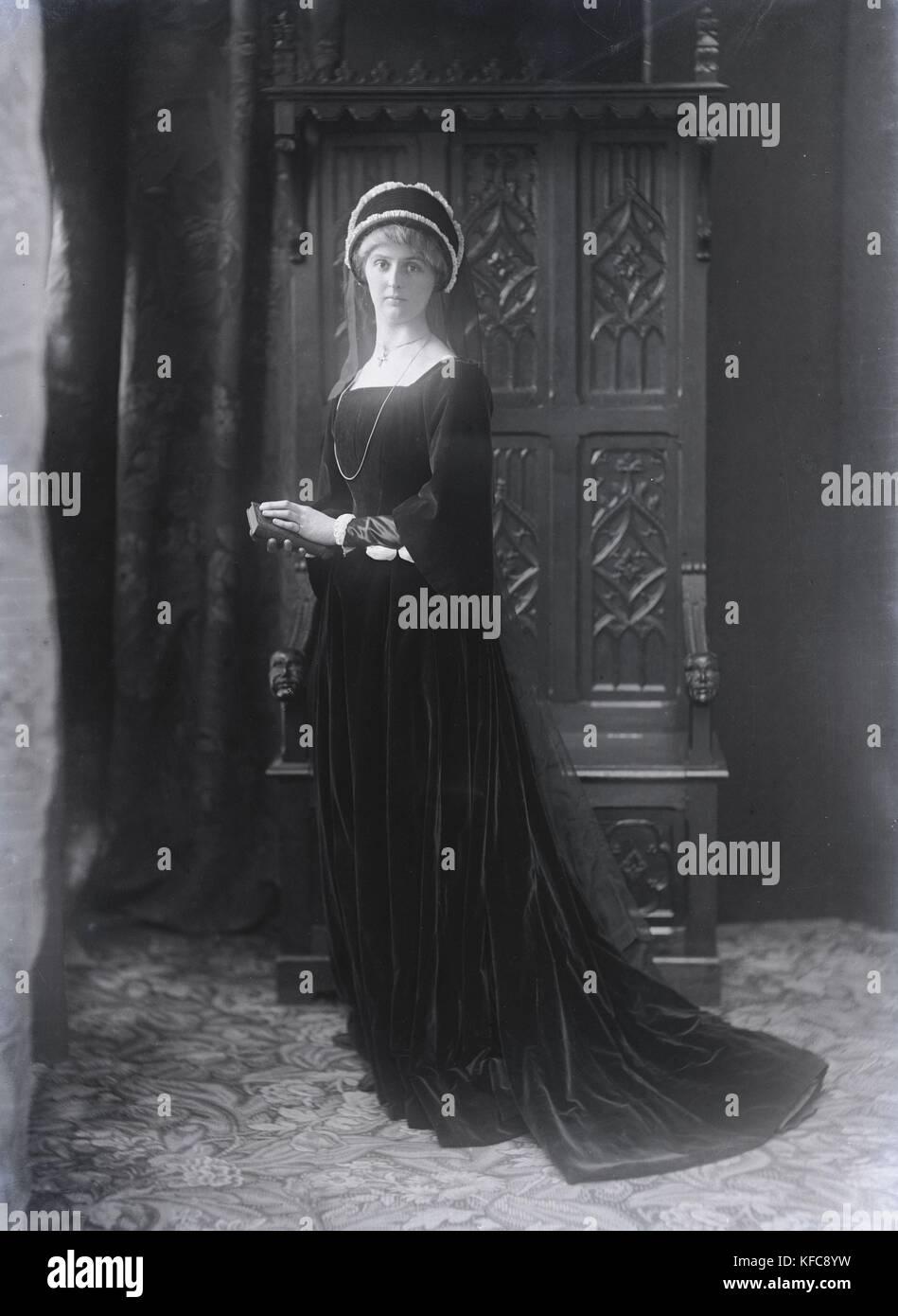"Renée Vivien, née Pauline Mary Tarn, nicknamed ""Sapho 1900.""  French poet.  c.1905    Taponier Photo Stock Photo"