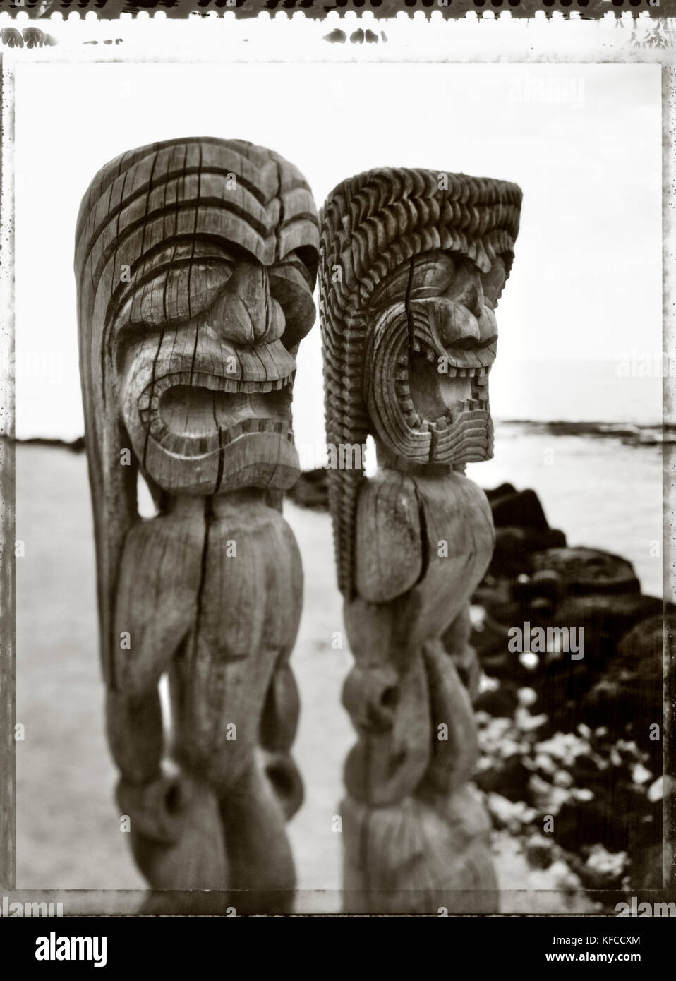 USA, Hawaii, The Big Island, Kona, totem statues stand at the sacred site called Pu'uhonya O Honaunau (B&W) - Stock Image