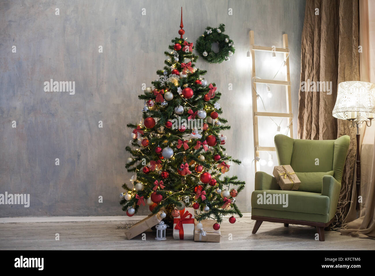 room with Christmas decorations Christmas tree gifts - Stock Image