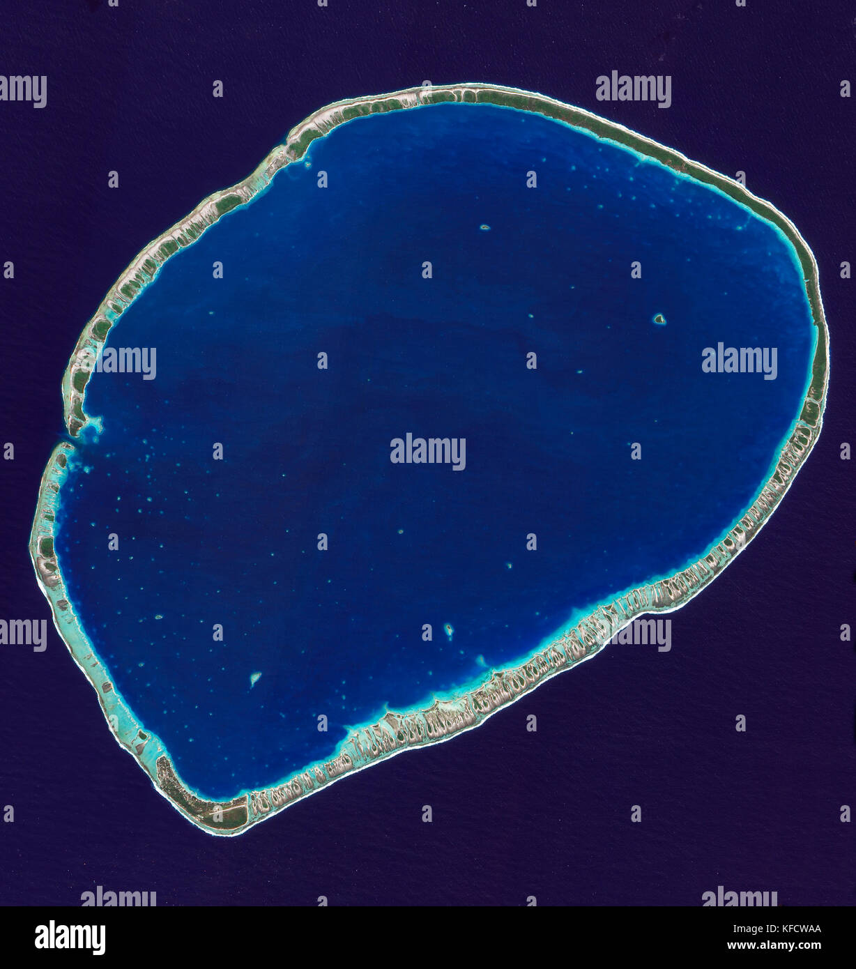 Southern part of Tikehau Atoll, one of the 78 coral atolls that make up the Tuamotu Archipelago. Patches of coral - Stock Image