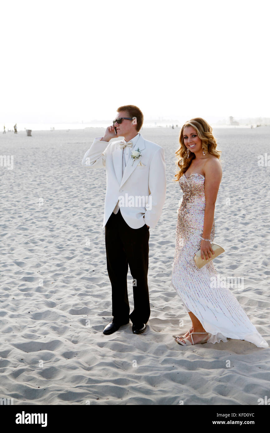 USA, California, San Diego, Coronado Island, prom couple Adam Whalen and Audrey Jarvis on the beach in front of Stock Photo