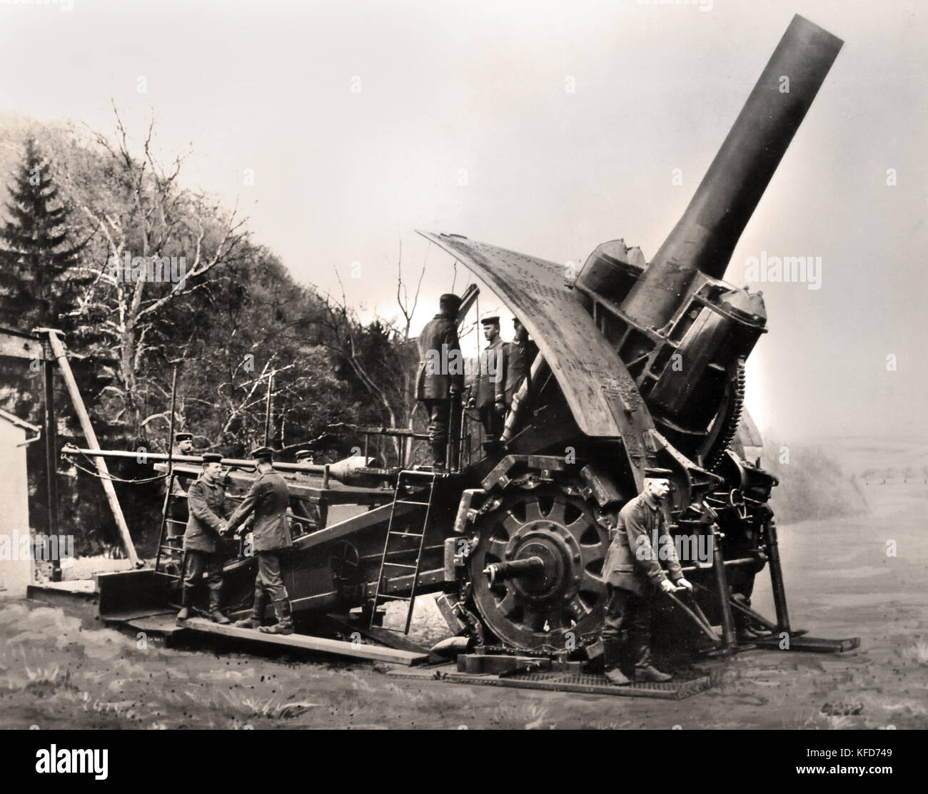 One of the first Big Berthas being readied for firing - World War I - First World War, The Great War, 28 July 1914 - Stock Image