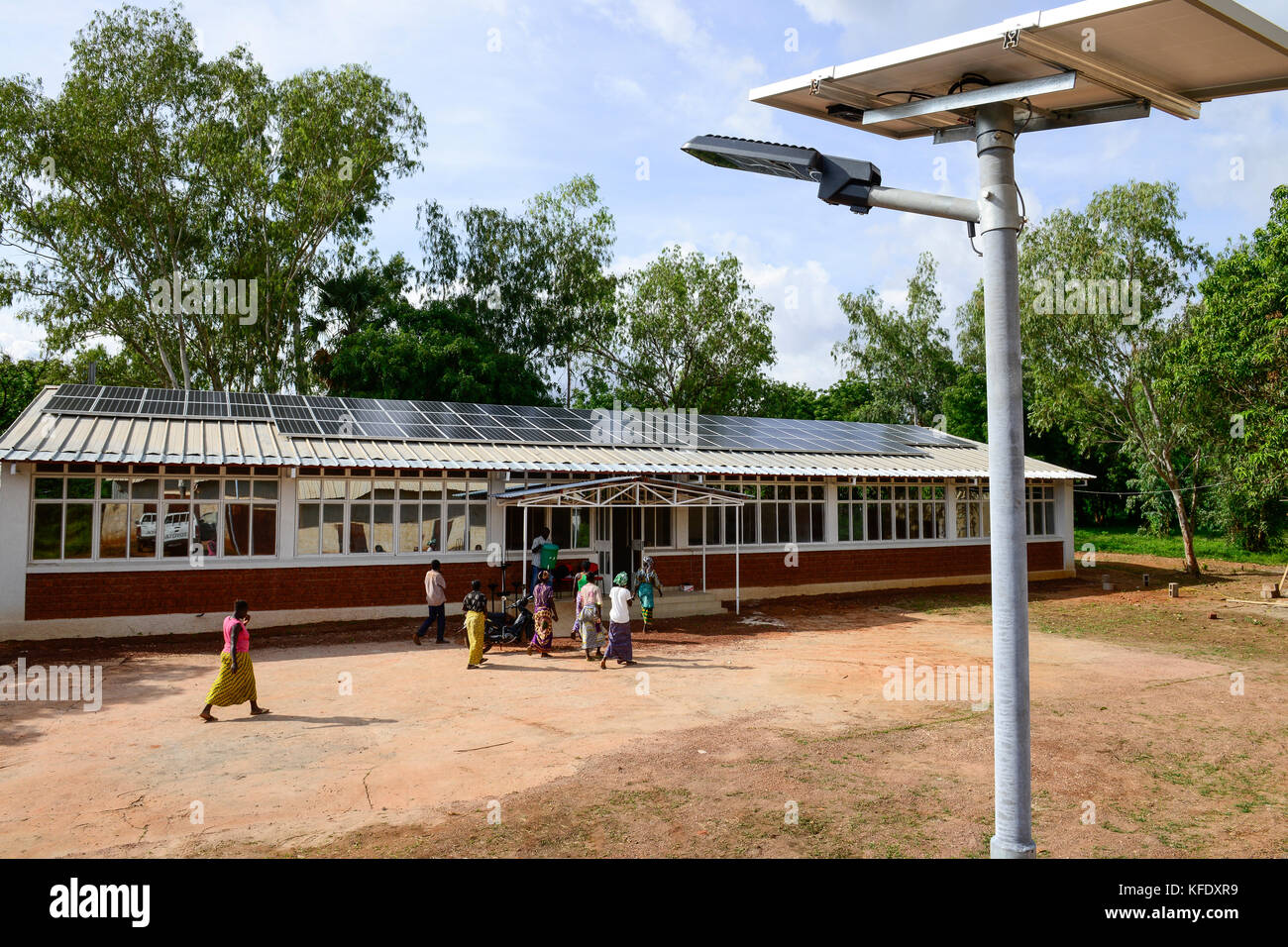 BURKINA FASO, Bobo Dioulasso, agricultural institute CAP-M, office with PV panels - Stock Image