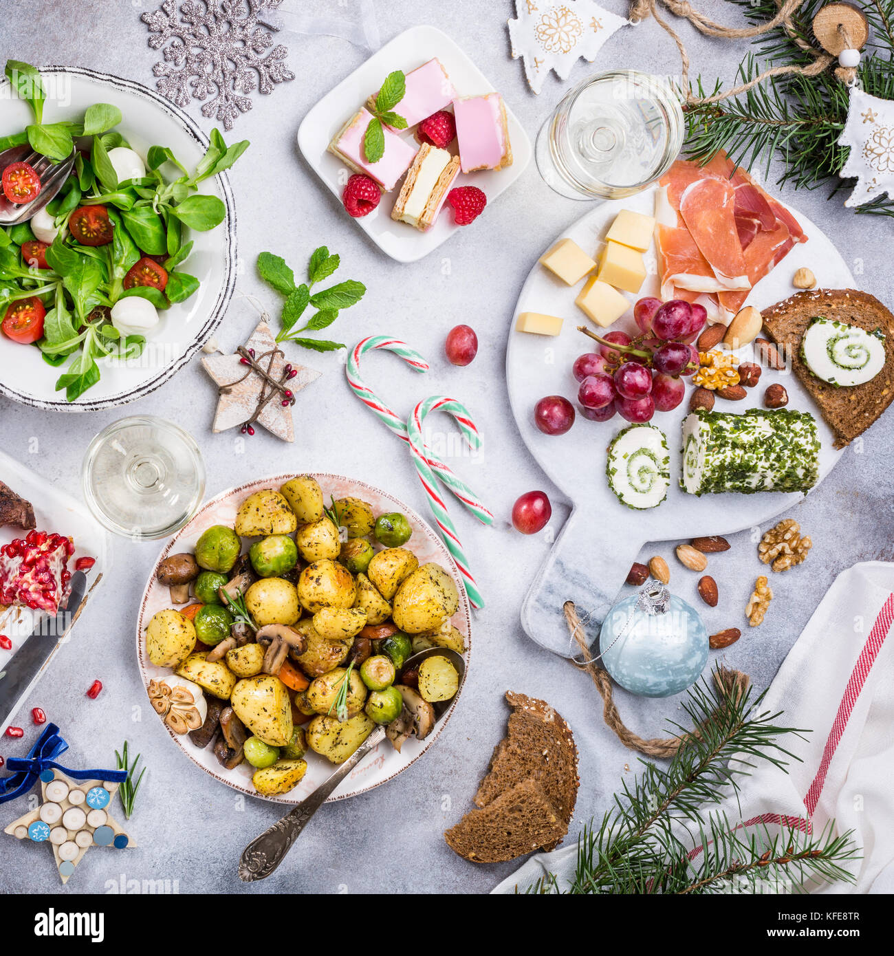 Christmas themed dinner table - Stock Image