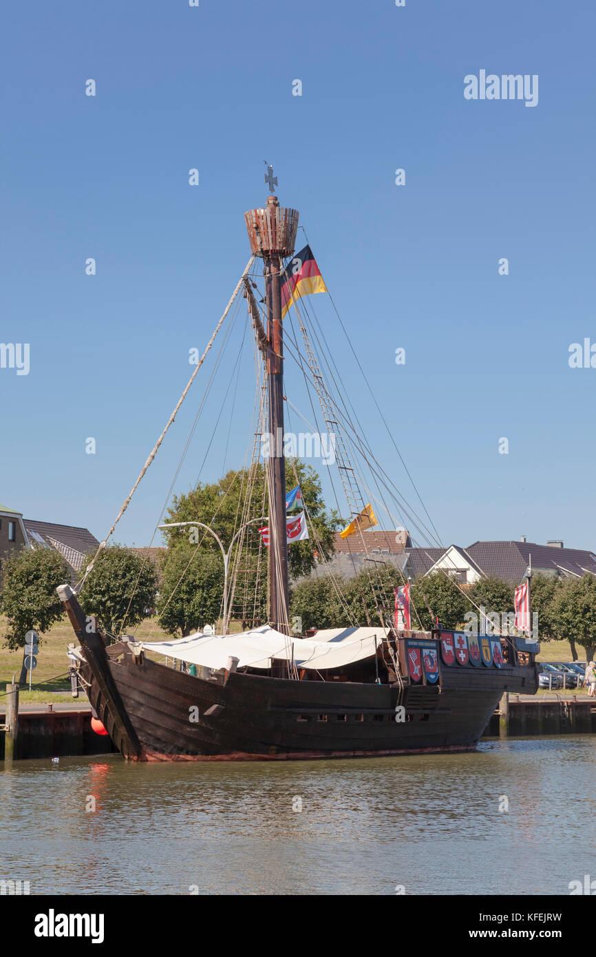 """Reconstructed Bremen Cog """"Ubena von Bremen"""" moored at the pier of Büsum fishing harbor - Stock Image"""