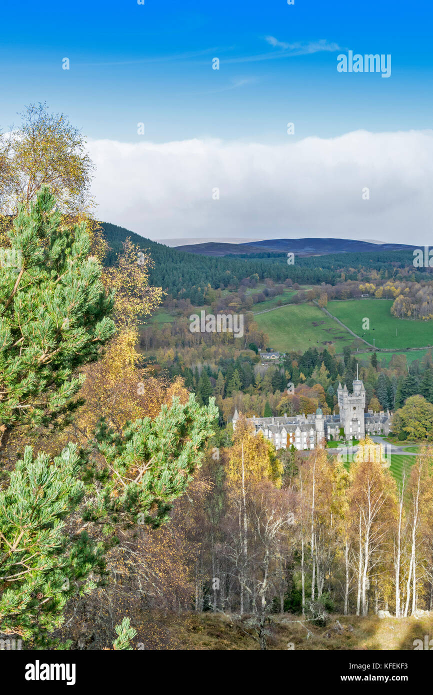 BALMORAL CASTLE ROYAL DEESIDE ABERDEENSHIRE SCOTLAND SUNLIGHT ON THE CASTLE  BIRCH TREES WITH GOLDEN AUTUMN LEAVES - Stock Image