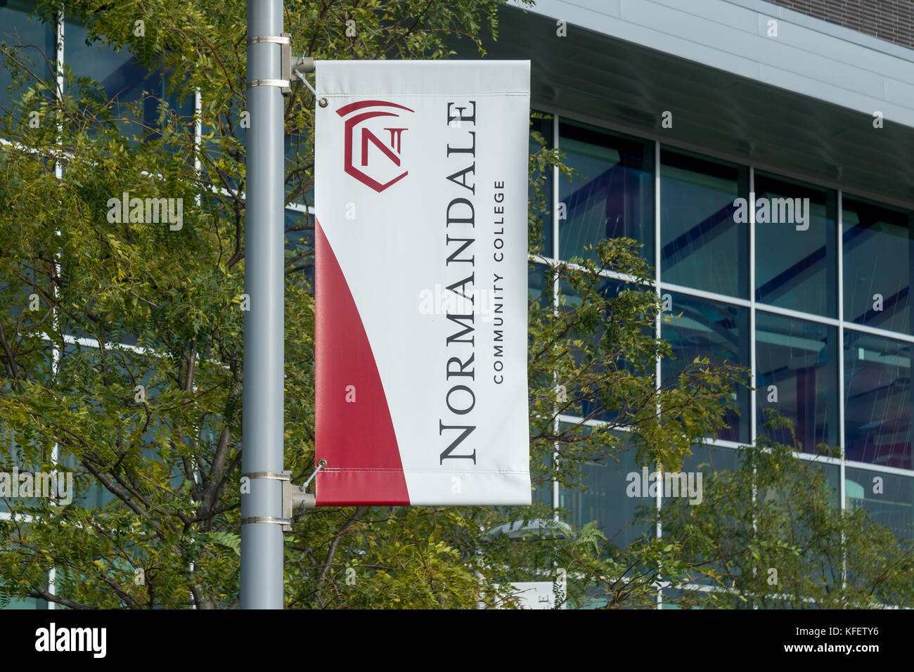 BLOOMINGTON, MN/USA - OCTOBER 15, 2017: Emblem and banner at Normandale Community College. - Stock Image