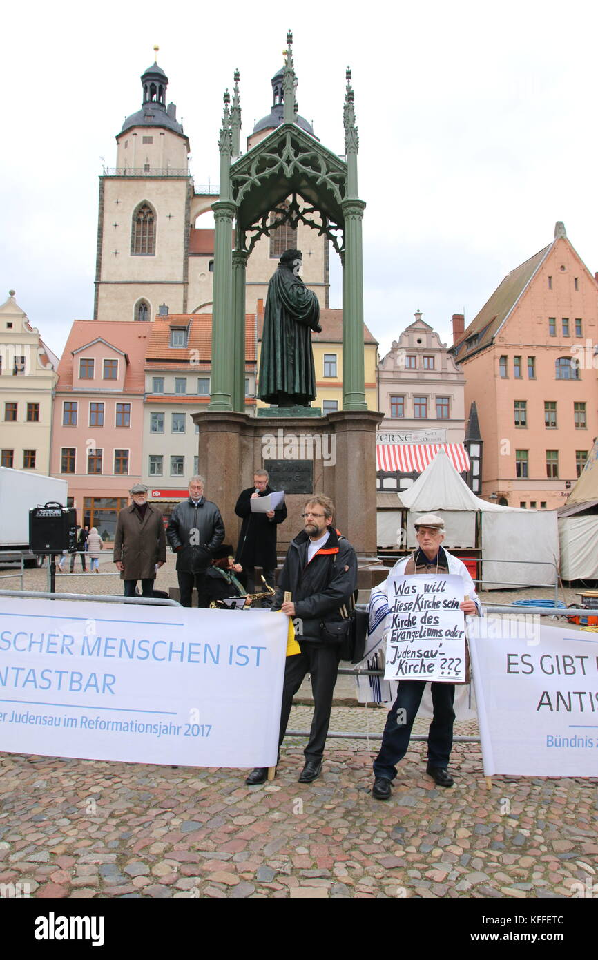 Wittenberg, Germany. 28th Oct, 2017. Evangelical Christians protest against the antiseminism of the reformer Martin - Stock Image