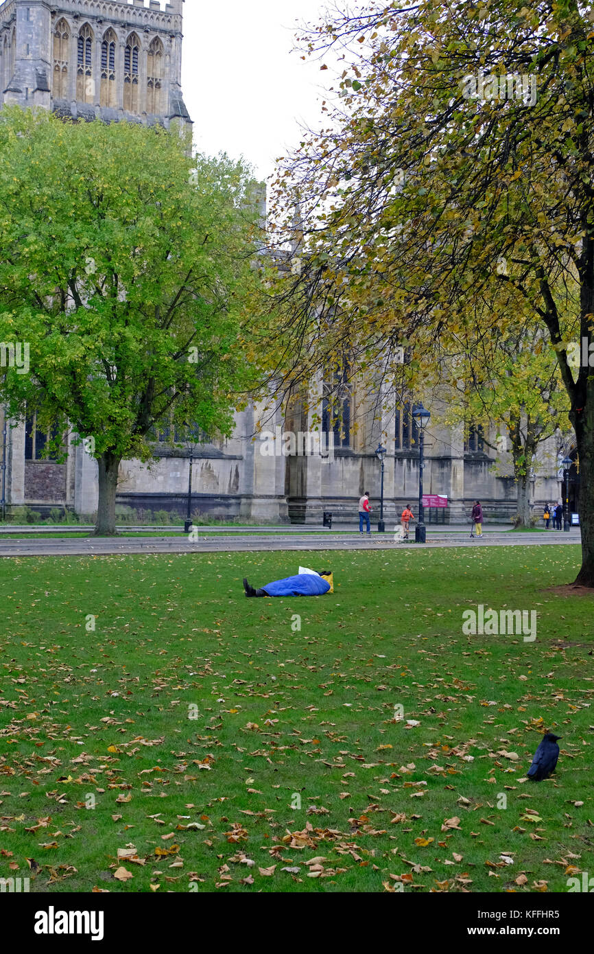 Bristol, UK. 28th October, 2017. A homeless person sleeps on College Green, close to the cathedral and the city - Stock Image