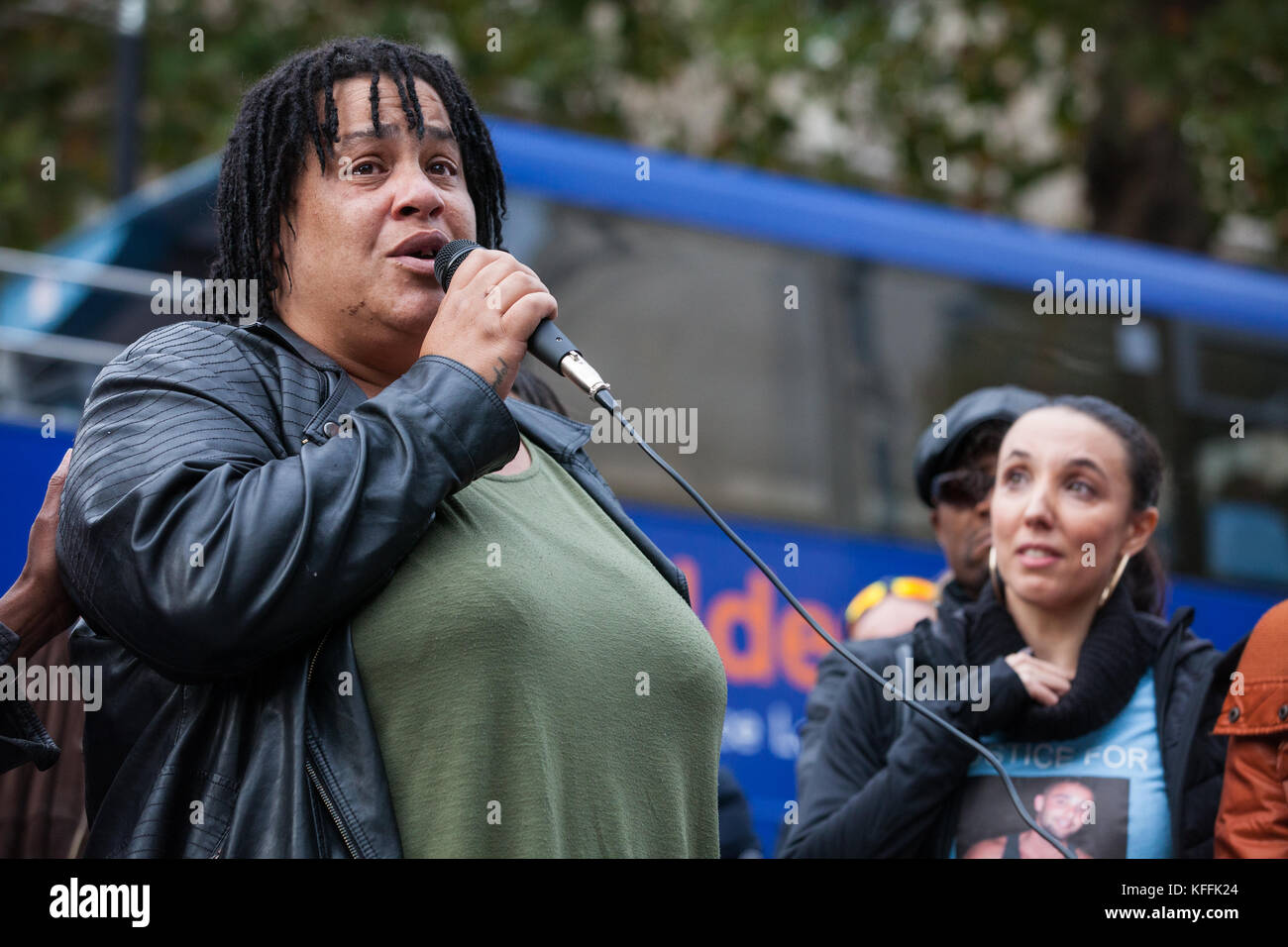 London, UK. 28th October, 2017. Karla Mohammed, mother of Mzee Mohammed, addresses campaigners from the United Families Stock Photo