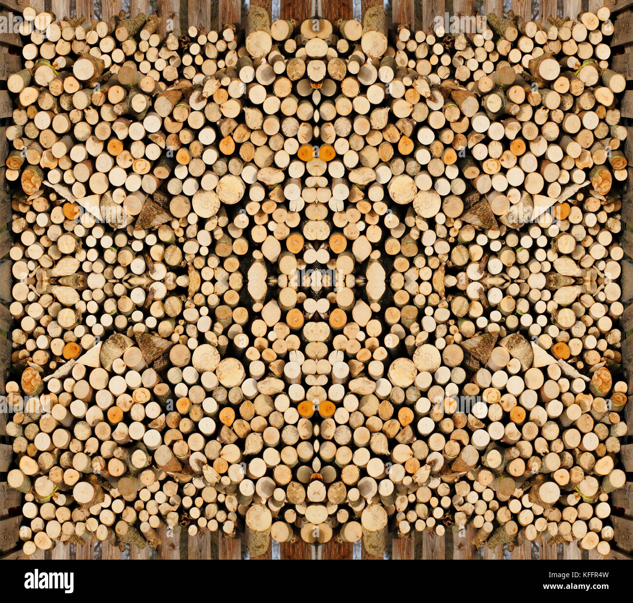 Holzstapel, aufgeschichtetes Holz fertig gesägt als Brennholz - Stock Image