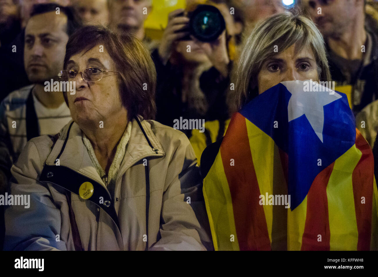 Two women at the end of the 9N campaign, Barcelona. Credit: Carles Desfilis / Alamy - Stock Image
