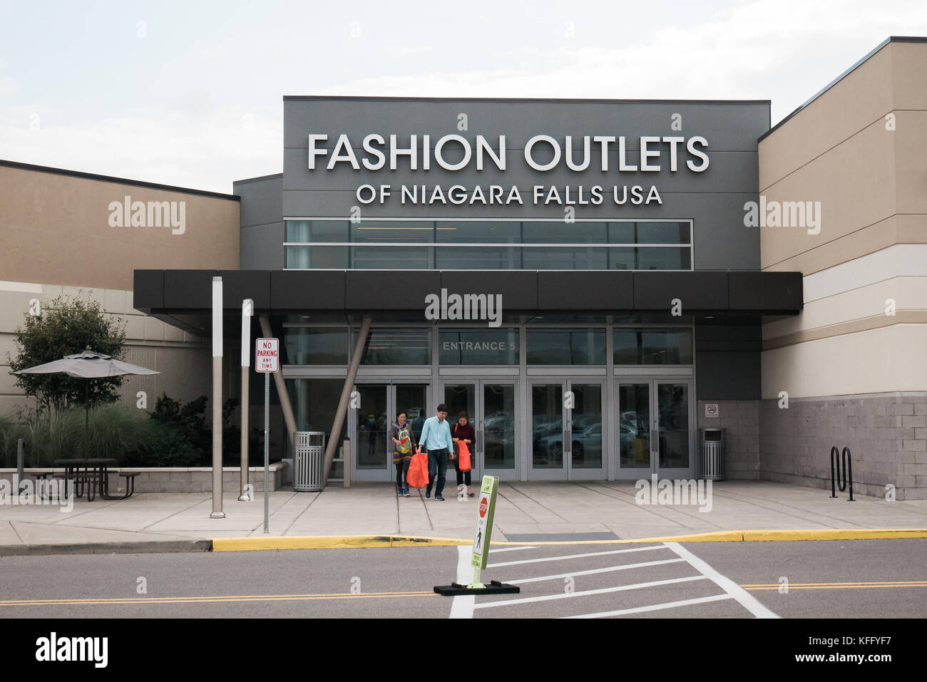 0d5b0c80 fashion outlets of niagara falls uSA Stock Photo: 164464027 - Alamy