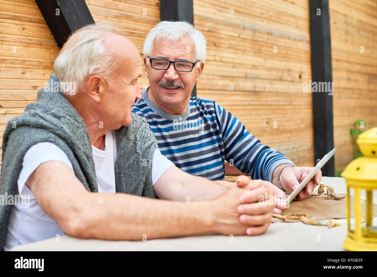 Best Friends at Outdoor Cafe - Stock Image