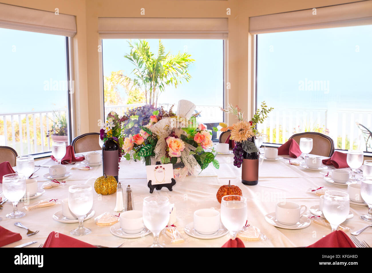 Beautiful restaurant event table setting in front of bright window - Stock Image