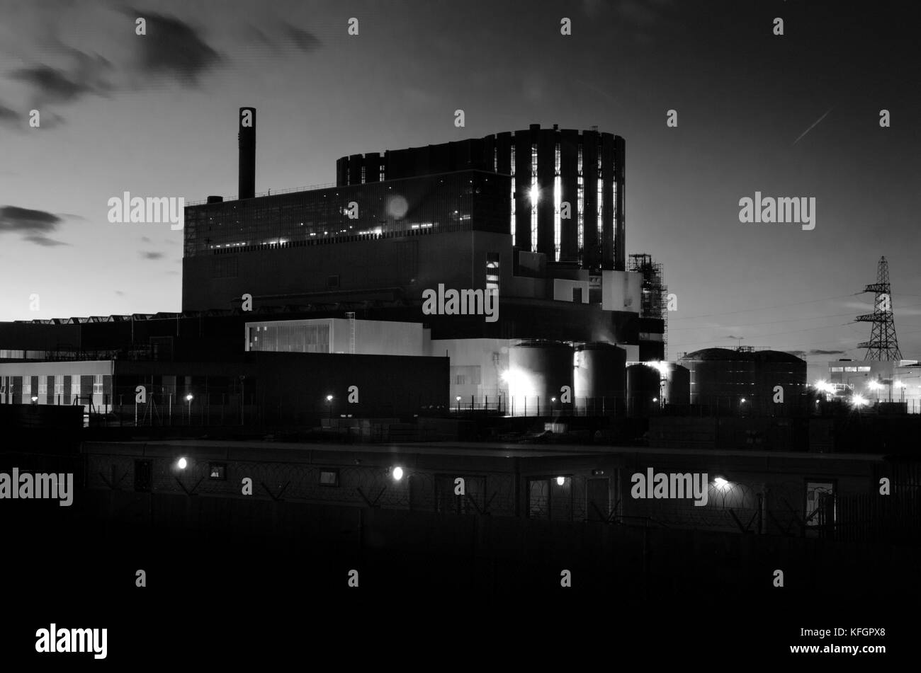 Dungeness nuclear power station at night. - Stock Image