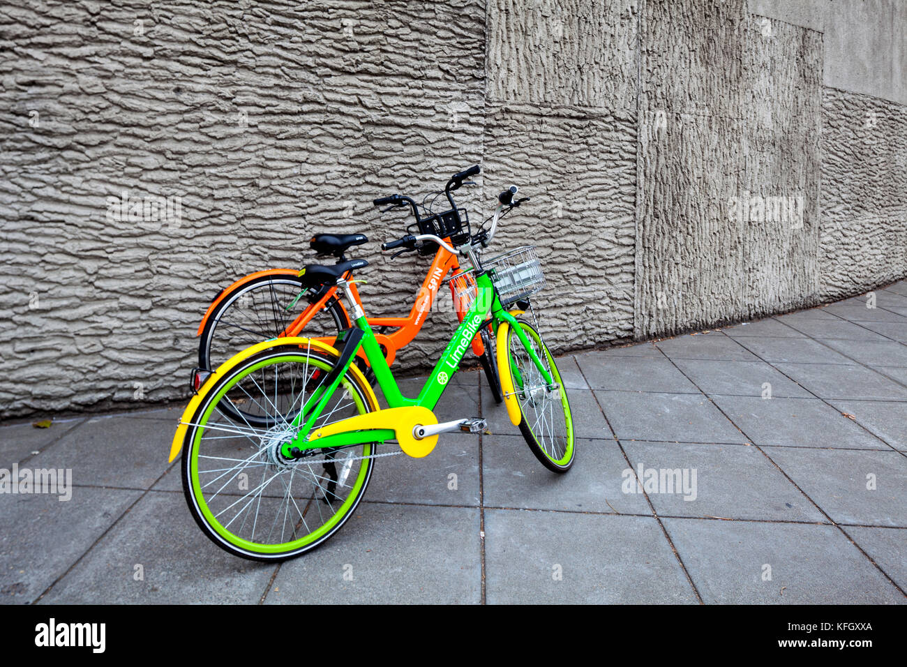 WA14161-00...WASHINGTON - Bikcycle sharing programs LimeBike and Spin in Seattle. - Stock Image