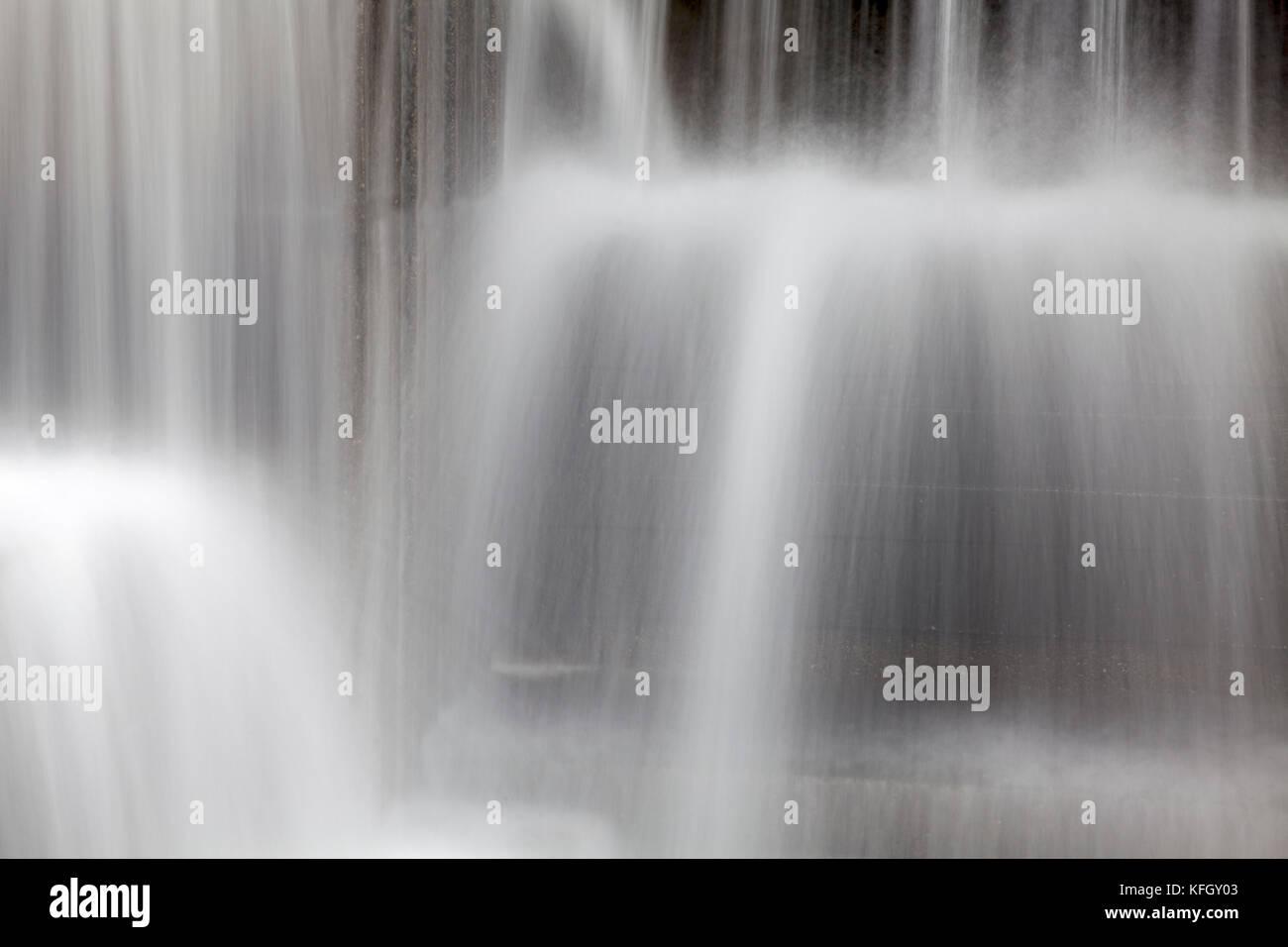 WA14171-00...WASHINGTON - Water feature at Freeway Park in Seattle. - Stock Image
