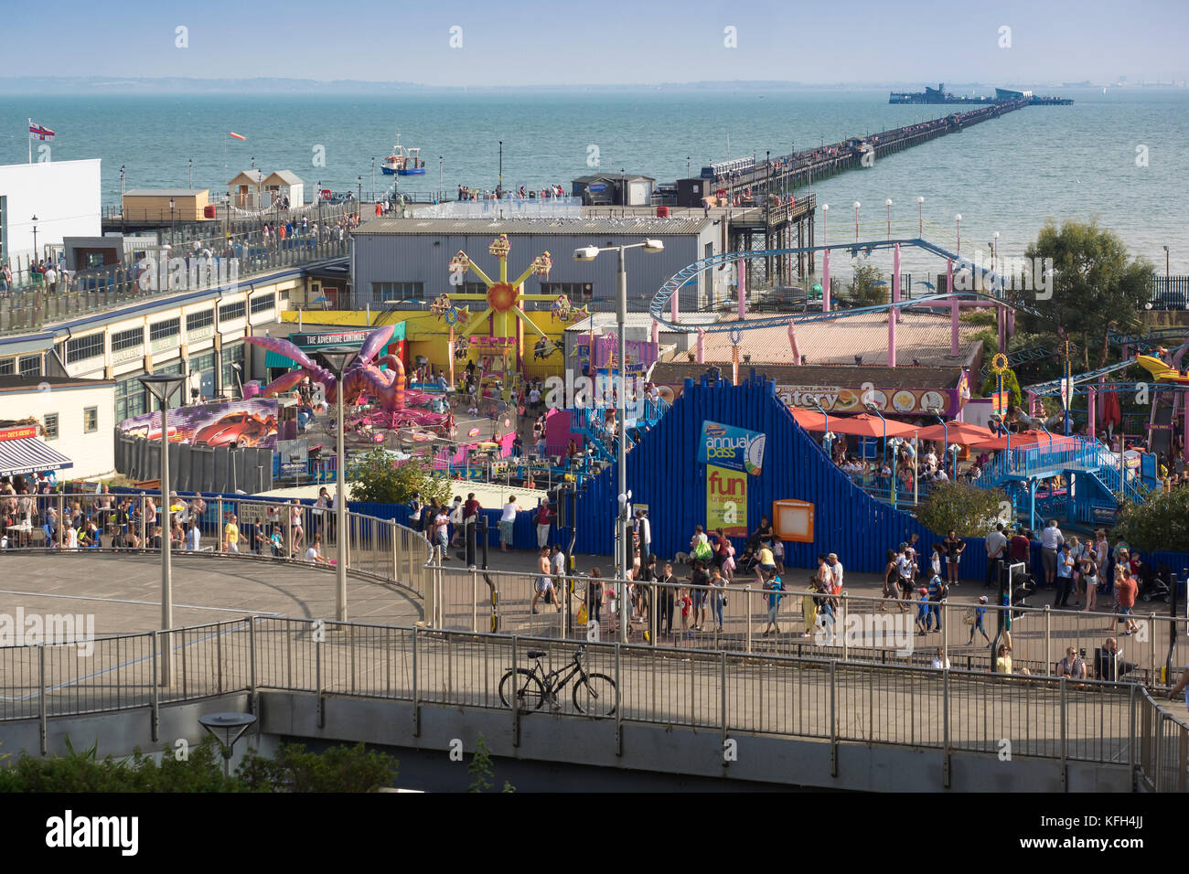 SOUTHEND-ON-SEA, ESSEX:  View over Adventure Island Fun Park to the Pier - Stock Image