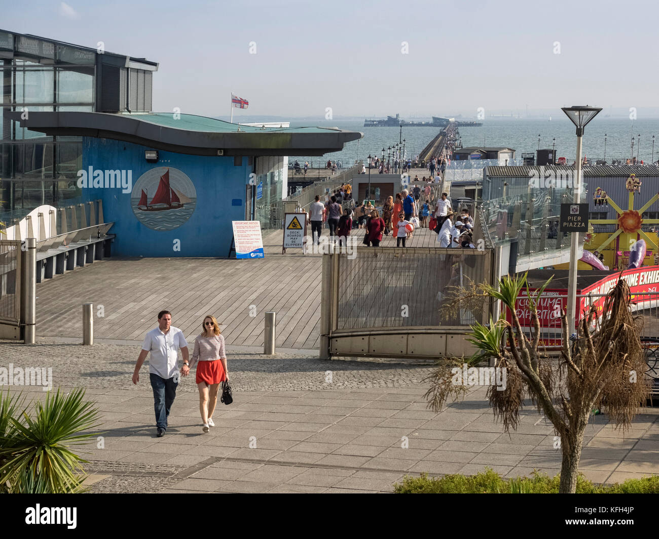 SOUTHEND-ON-SEA, ESSEX:  Walkway on to Southend Pier - Stock Image