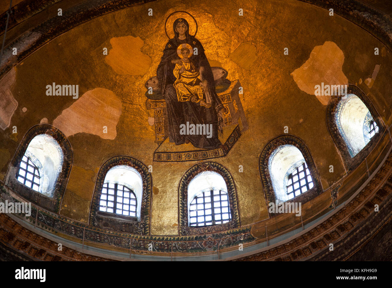 The Apse Mosaic in the Hagia Sophia shows the Virgin Mary holding baby Jesus, Istanbul, Turkey. - Stock Image