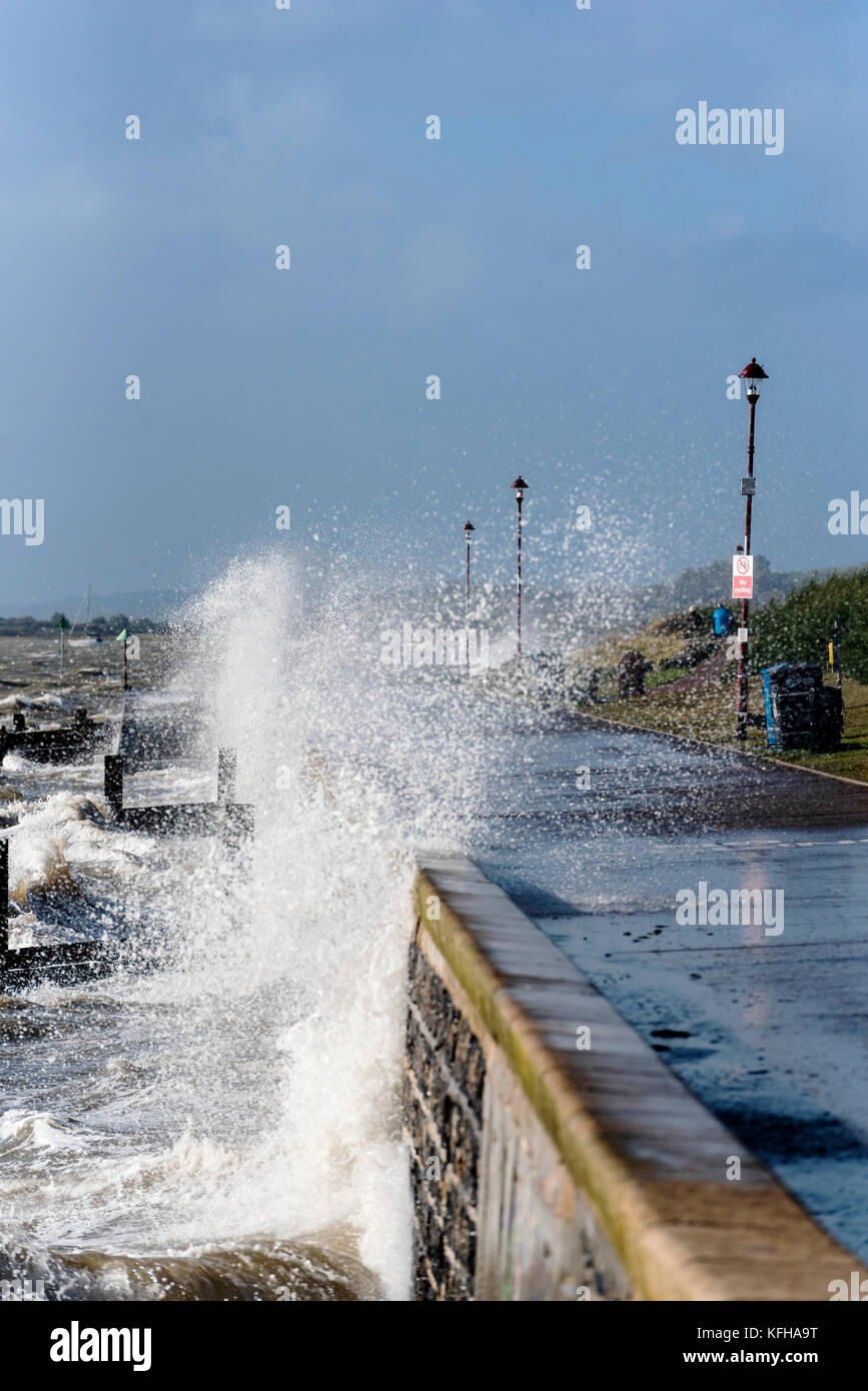 Storm Brian Chalkwell, Southend on Sea, Essex. Crashing waves over the promenade. - Stock Image