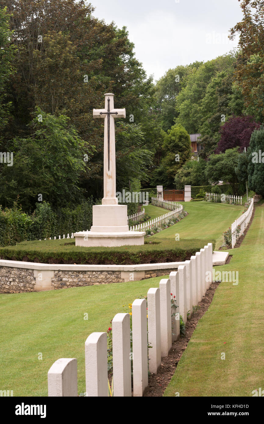 Rows of graves and memorial Cross of Sacrifice, Military Cemetery, Saint Valery en Caux, Normandy, France, Europe - Stock Image