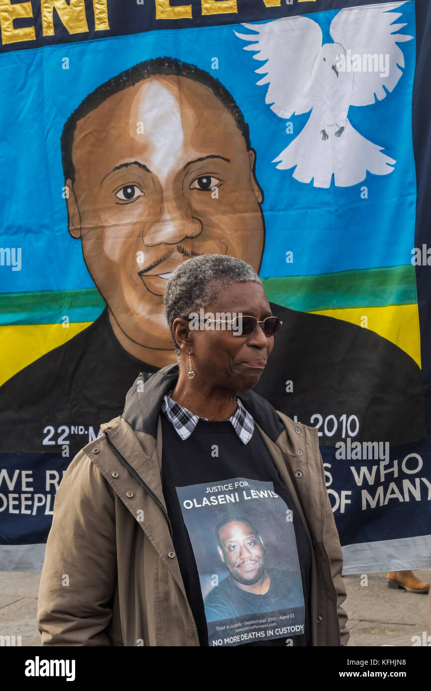 October 28, 2017 - London, UK. 28th October 2017. Ajibola Lewis, the mother of Olaseni Leiws, killed by police in - Stock Image