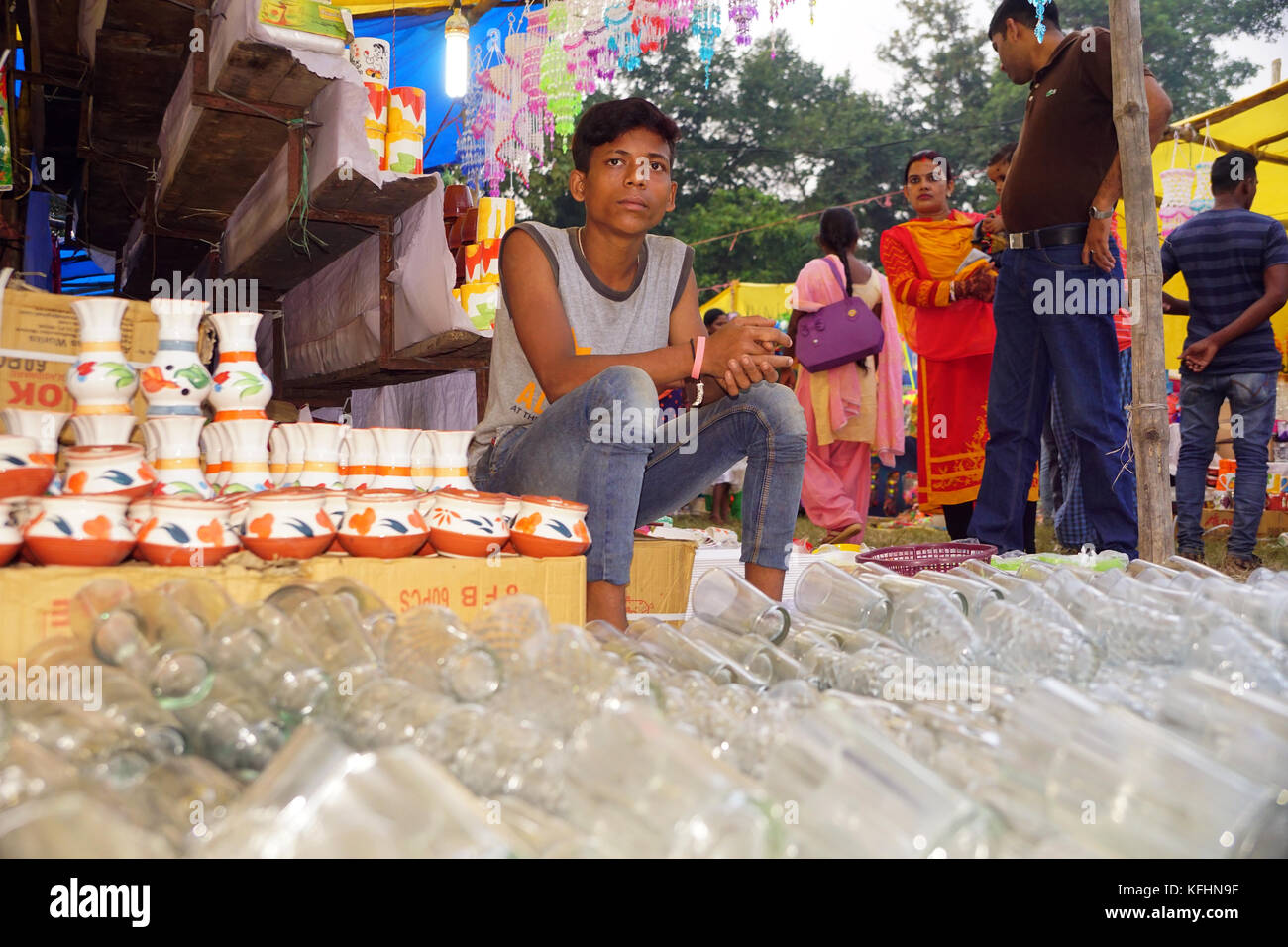 Chaibasa, Jharkhand, India. 29th Oct, 2017. A trader is selling handicraft  clay and glass products at Gaushala - Stock Image