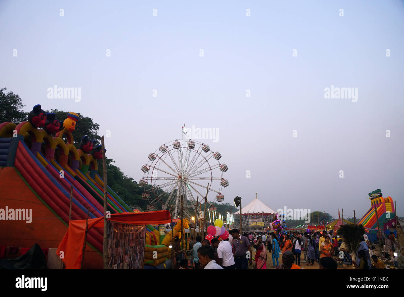 Chaibasa, Jharkhand, India, 29th October 2017: The Ferris wheel, dragon-coaster ride of amusement Park in Gaushala - Stock Image