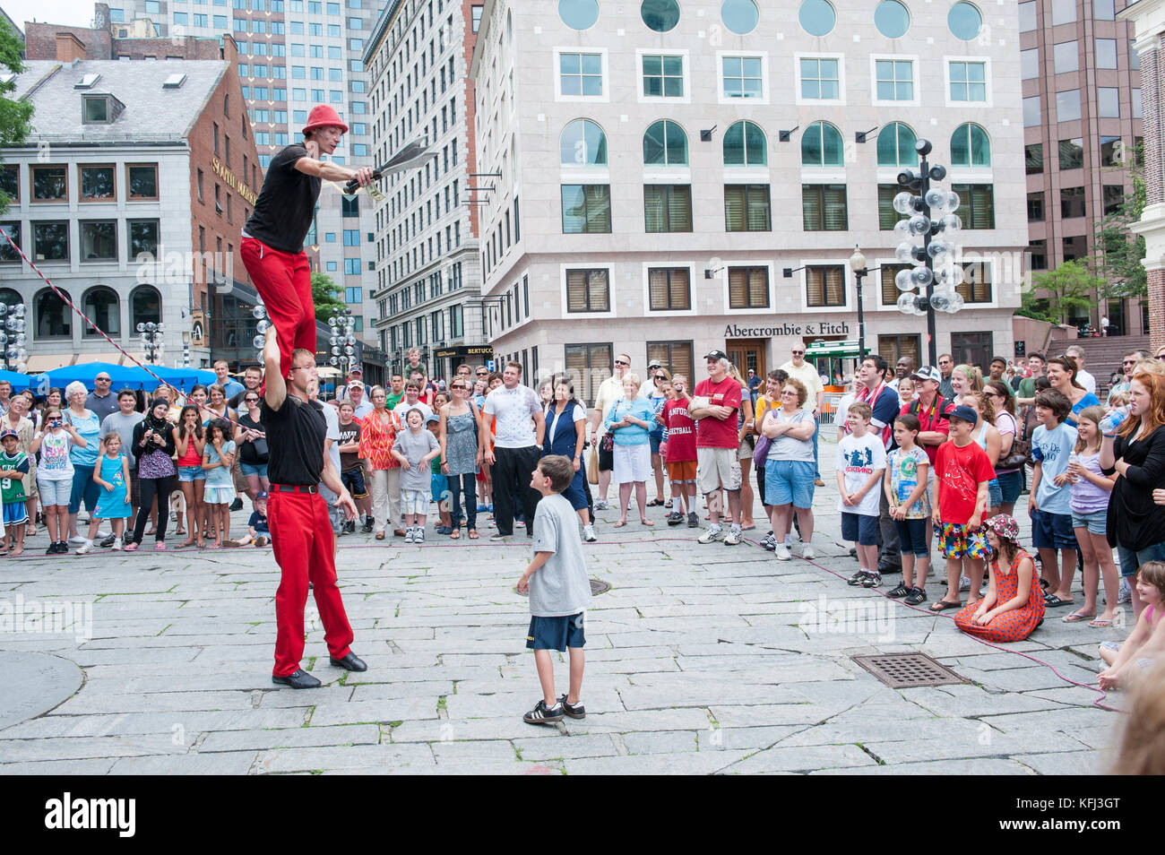 Street artists entertaining tourists outside Quincy Market in Boston, Massachusetts - Stock Image