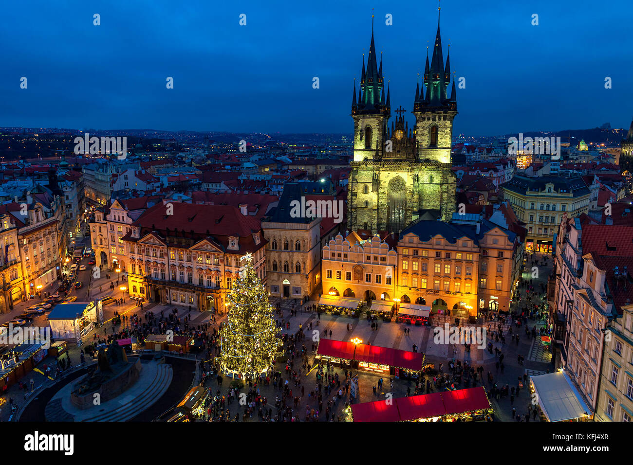 PRAGUE, CZECH REPUBLIC - DECEMBER 10, 2015: Evening view from above of traditional Christmas market at Old Town - Stock Image