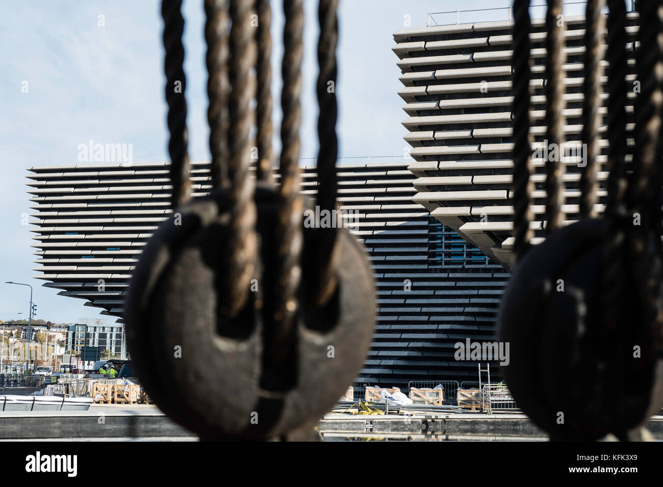 View of the new V&A Museum through rigging of adjacent Discovery ship at Discovery Point in Dundee,Scotland - Stock Image