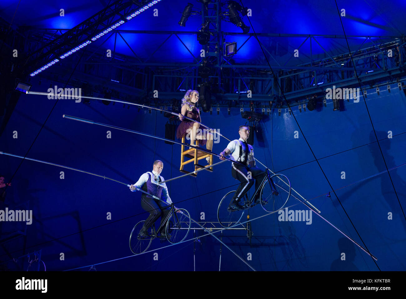 New York, USA. 29th Oct, 2017. New York, NY - October 29, 2017: Nik Wallenda high wire performs at Big Apple Circus - Stock Image