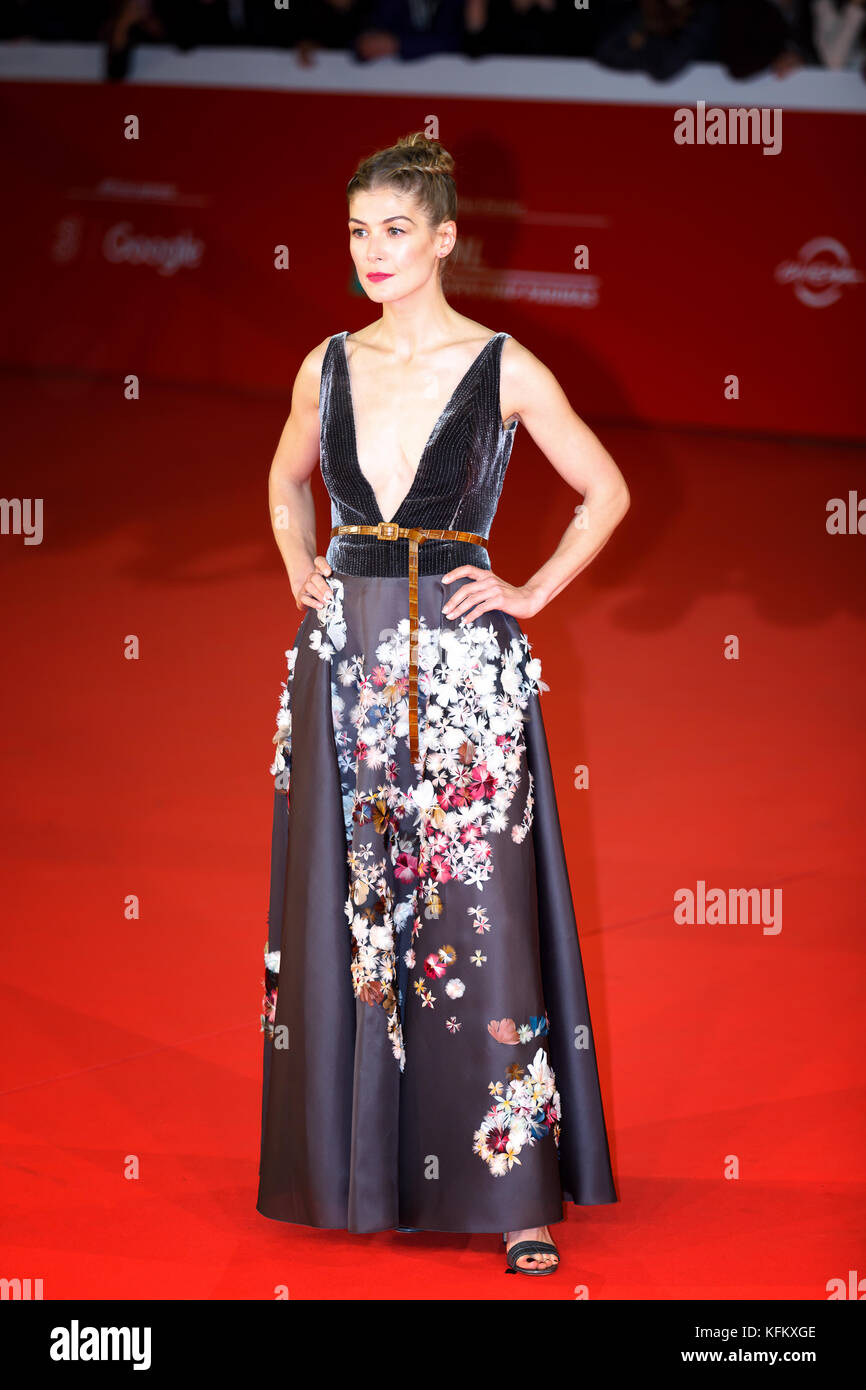 Rome, Italy. 29th Oct, 2017. Rome Film Festival. red carpet film 'Hostiles'. Pictures: Rosamund Pike. Credit: - Stock Image
