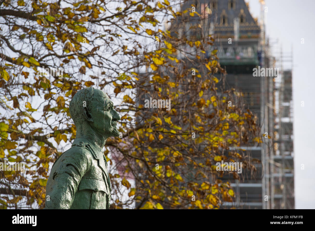 Westminster, London, UK. 30 October, 2017. Sunshine and Autumn colours around Westminster in central London in cool - Stock Image