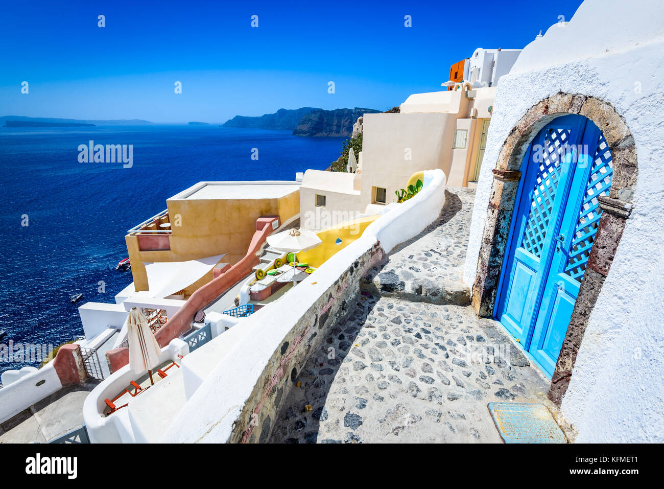 Santorini, Greece. Oia white city narrow street, famous attraction of Greek Cyclades Islands, Aegean Sea. - Stock Image