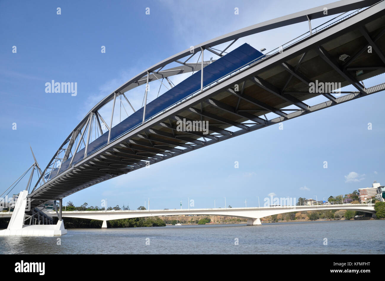 The Goodwill and Captain Cook bridges crossing the Brisbane River in Brisbane, Queensland, Australia - Stock Image