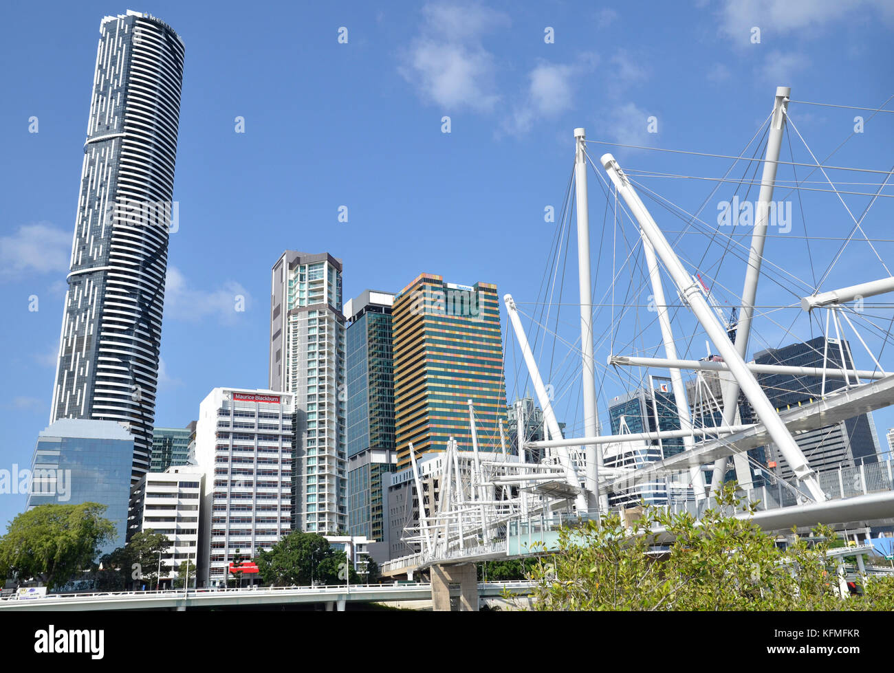 The Kurilpa Bridge, a pedestrian and cycle bridge over the Brisbane River, in Brisbane, Queensland, with the Brisbane - Stock Image