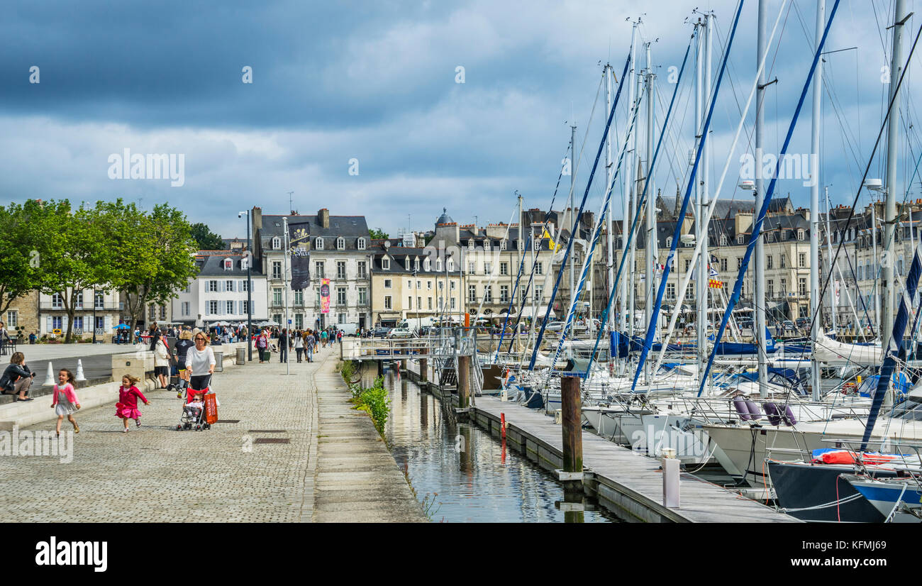 France, Brittany, Morbihan, Vannes, view of Quai Tabarlay at the Port of Vannes - Stock Image