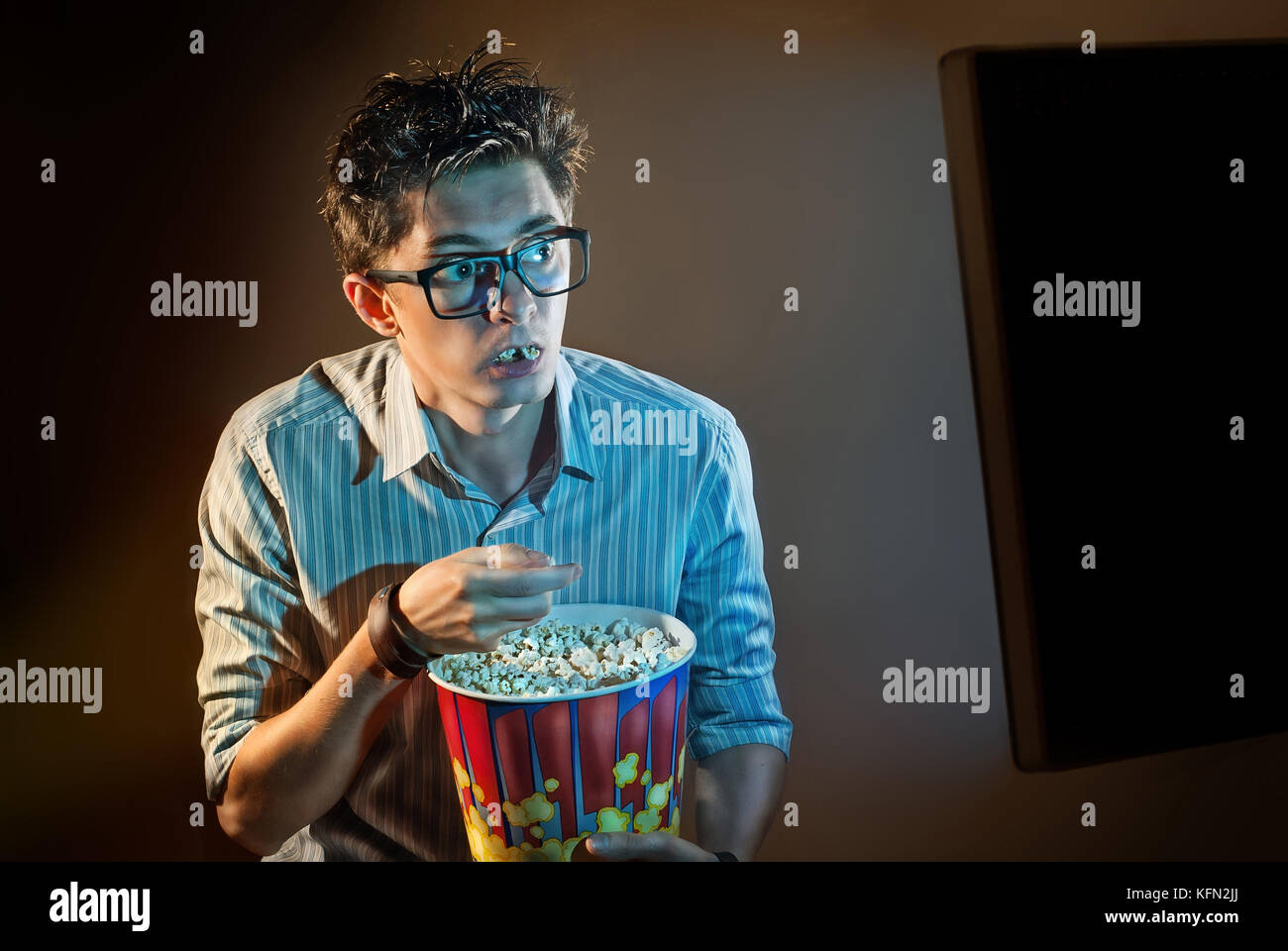 drinking photo close faceless and hands of stock popcorn soda flat home royalty watching free holding movie romantic up closed couple watches eating