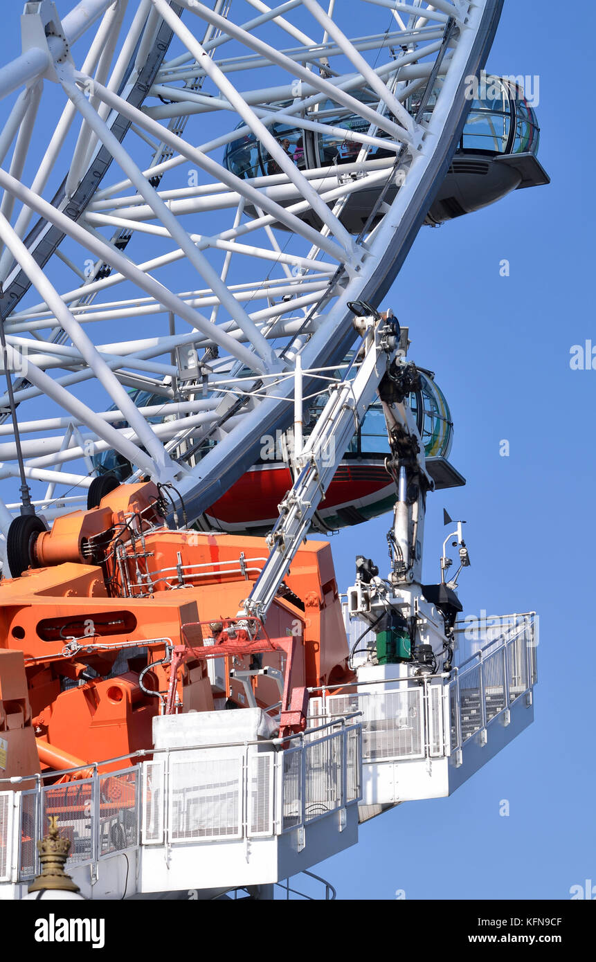 London Eye drive mechanism details, London, UK. Hydraulic motors fitted with Continental HSR truck tires turn the - Stock Image