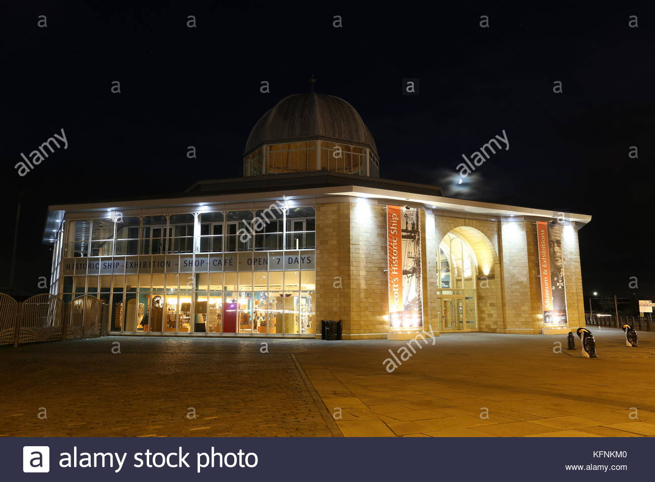 Discovery Point Visitors Centre by night Dundee Scotland  October 2017 - Stock Image