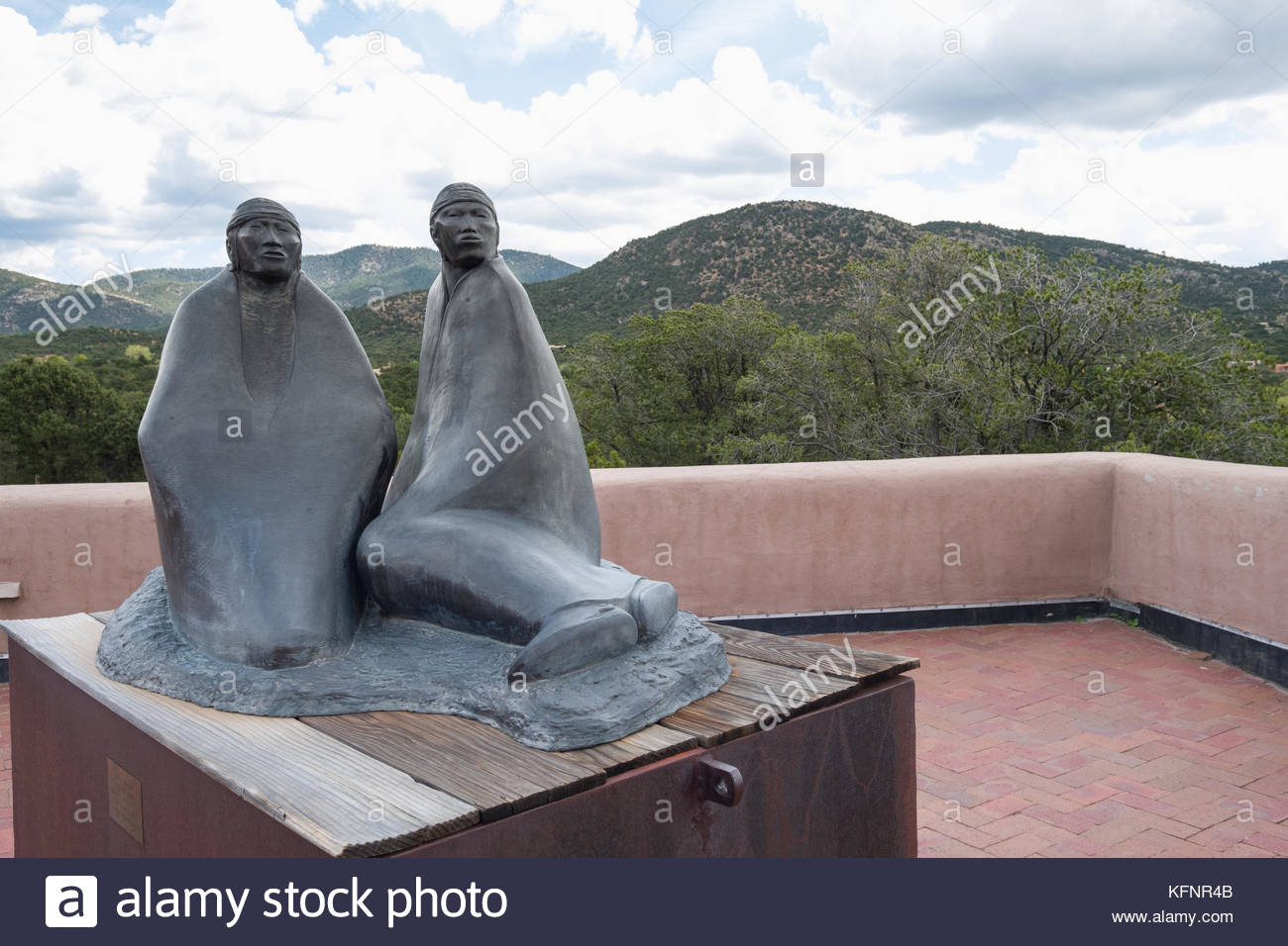 Sculpture of Native American women at the Wheelwright Museum of the American Indian, Santa Fe, Santa Fe County, - Stock Image