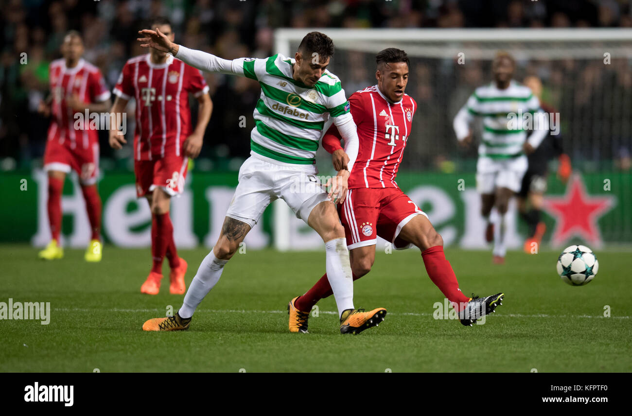 Glasgow, UK. 31st Oct, 2017. Corentin Tolisso (r) of Bayern and Nir Bitton of Celtic vie for the ball during the - Stock Image