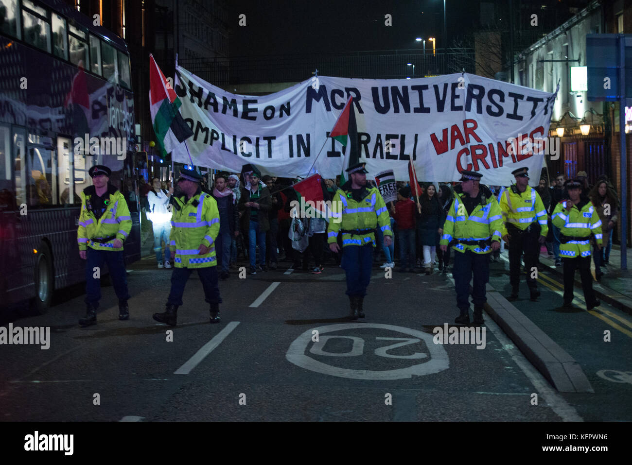 Manchester, UK. 31st Oct, 2017. People participate in a demonstration to commemorate 100 years since the Balfour Stock Photo