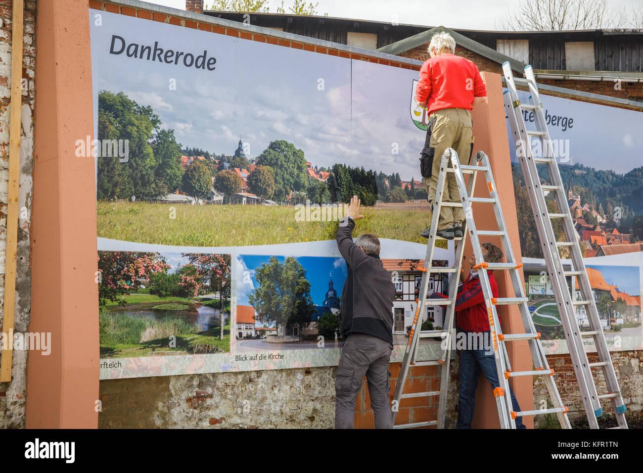 Umgestaltung Mauer am Schlossberg in Harzgerode Fototafeln für die Ortsteile - Stock Image