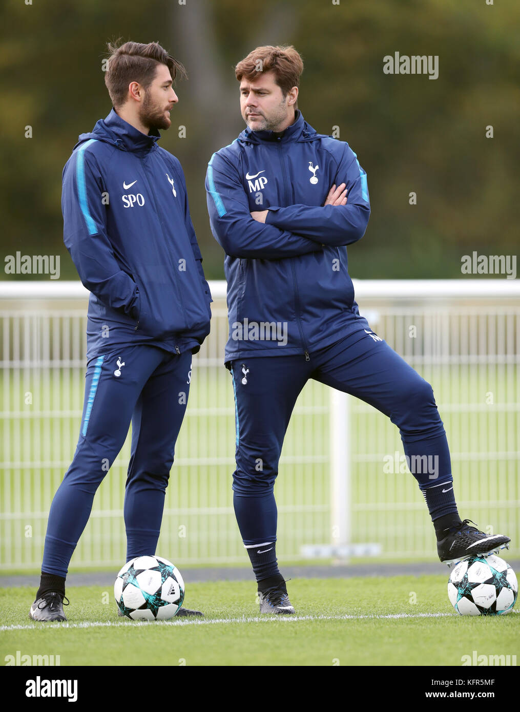 Tottenham Hotspur Manager Mauricio Pochettino Right During The Stock Photo Alamy