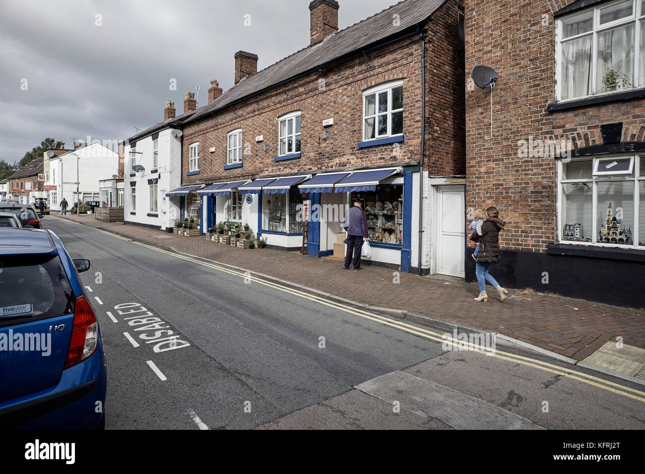 Wheelock Street in Middlewich with antique shops - Stock Image