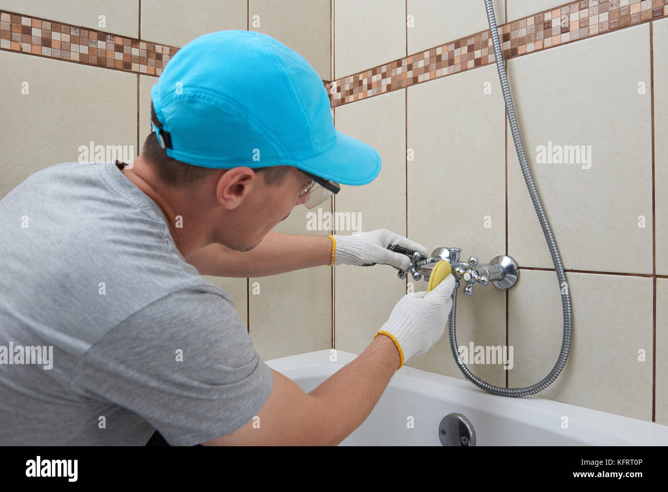 Service Of Cleaning Homes Professional Bathroom Cleaning Company - Professional bathroom cleaning services